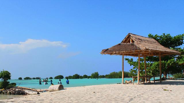 Destinasi Wisata Pantai Pasir Perawan Nan Indah Di Pulau Pari