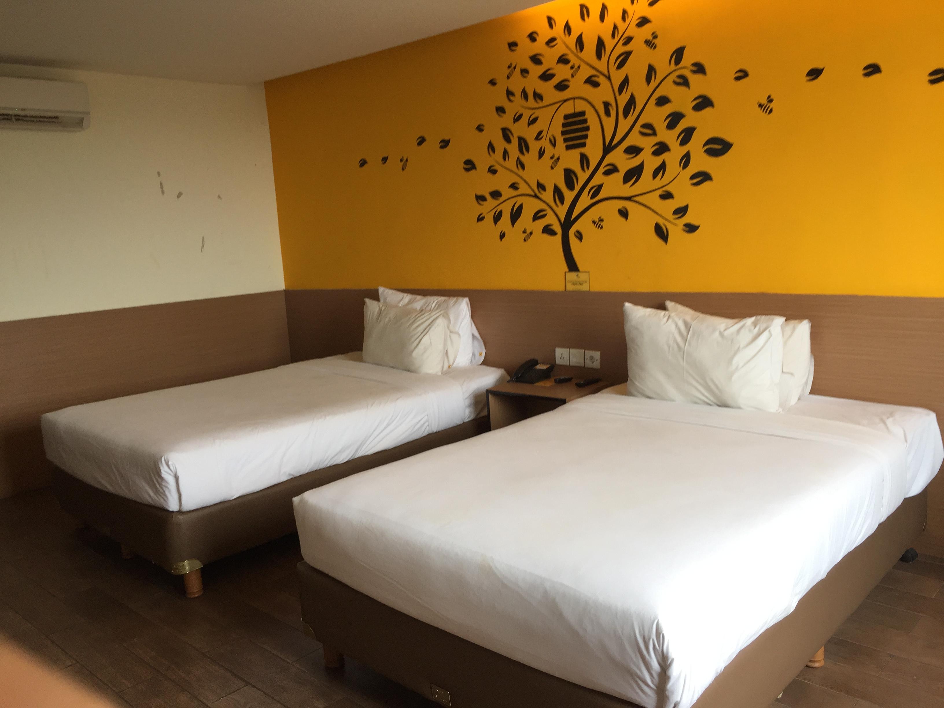 Menginap di Yellow Bee Hotel Tangerang dengan View Sungai Cisadane